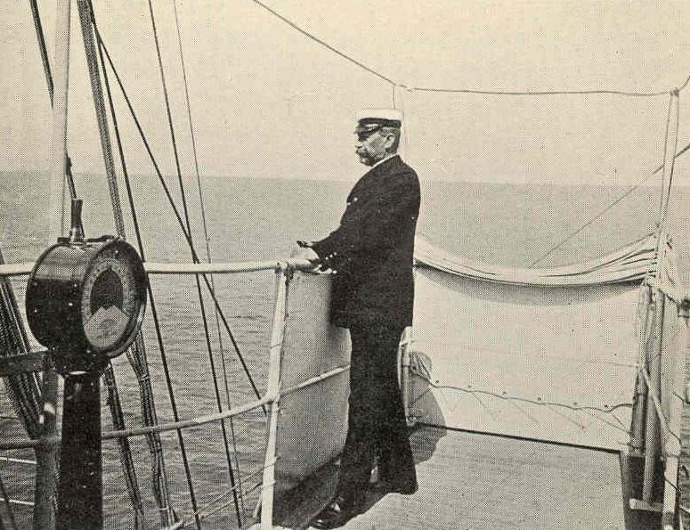 Albert I na pokładzie jednego ze swoich jachtów.