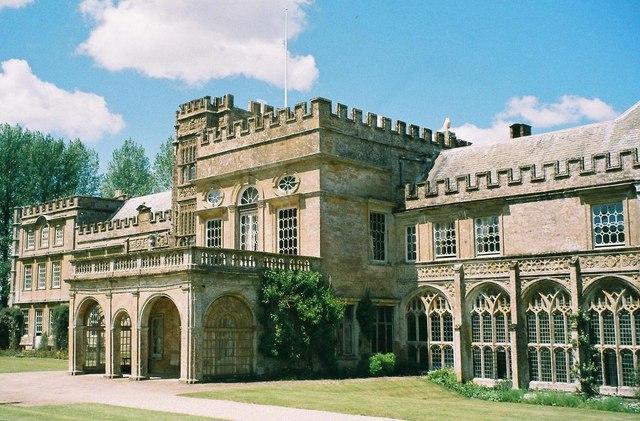 Arystokratyczna posiadłość Forde Abbey w Dorset. Fotografia współczesna.