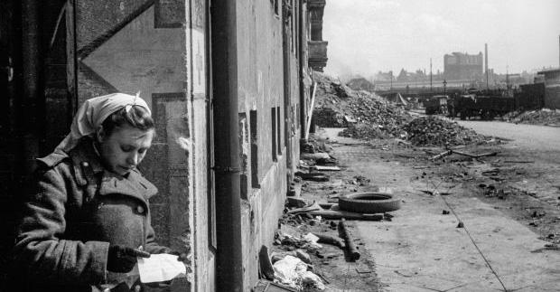 Berlin w maju 1945 roku na zdjęciu sowieckiego fotografa.