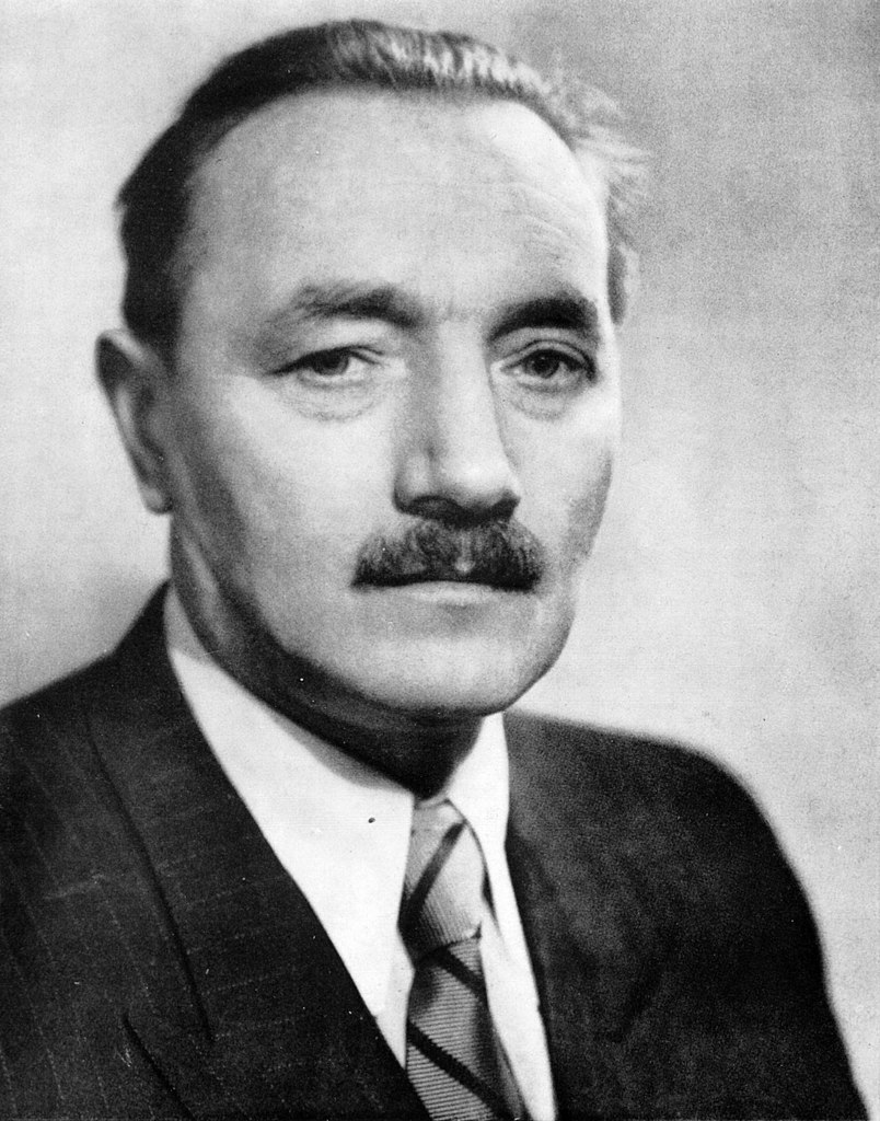 Bierut, chcąc się przypodobać Stalinowi zaproponował czerwonemu carowi zmianę polskiego godła i hymnu (domena publiczna).