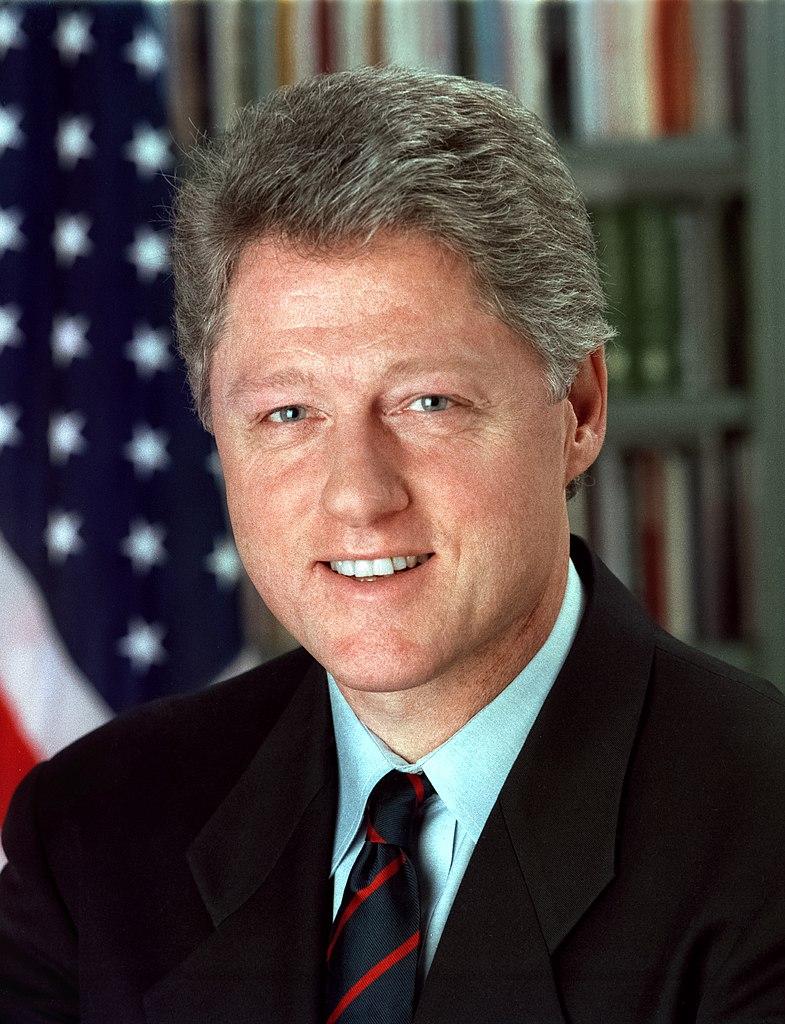Bill Clinton po zamachach na amerykańskie ambasady autoryzował ataki, których celem był bin Laden. Przywódca Al Kaidy jednak przeżył (domena publiczna).