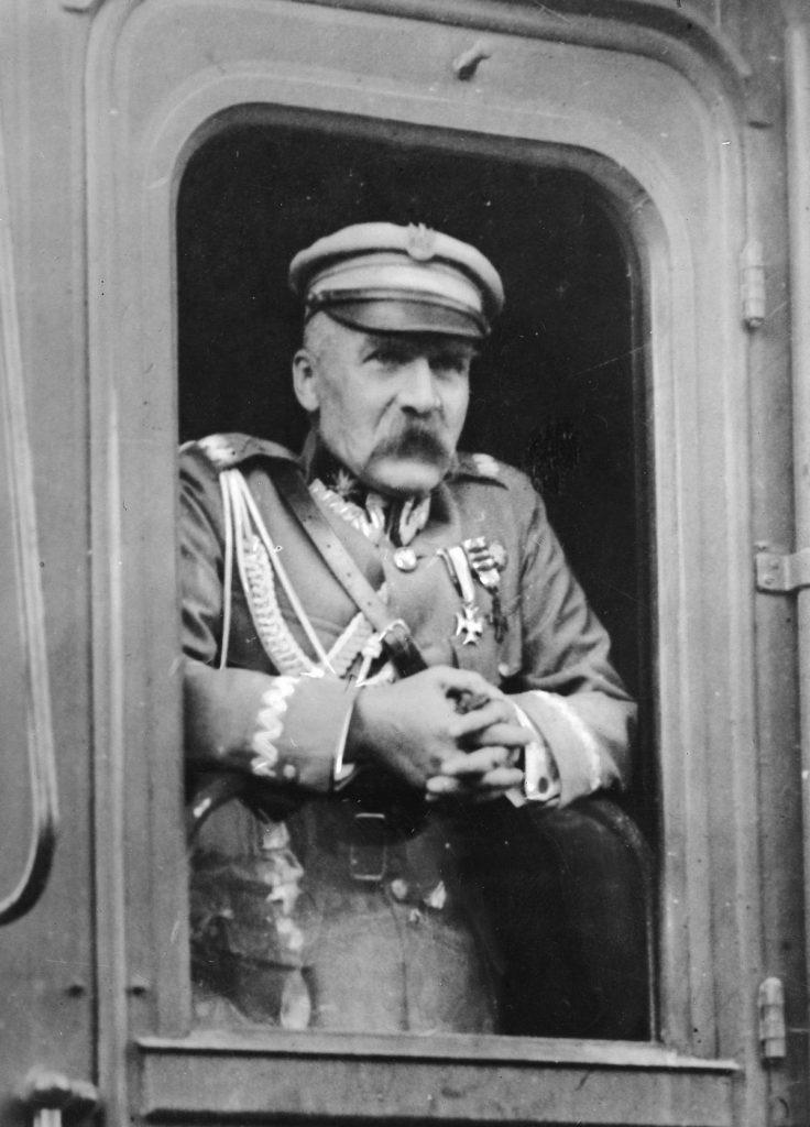 Gibsona raziły wąskie horyzonty Piłsudskiego (domena publiczna).