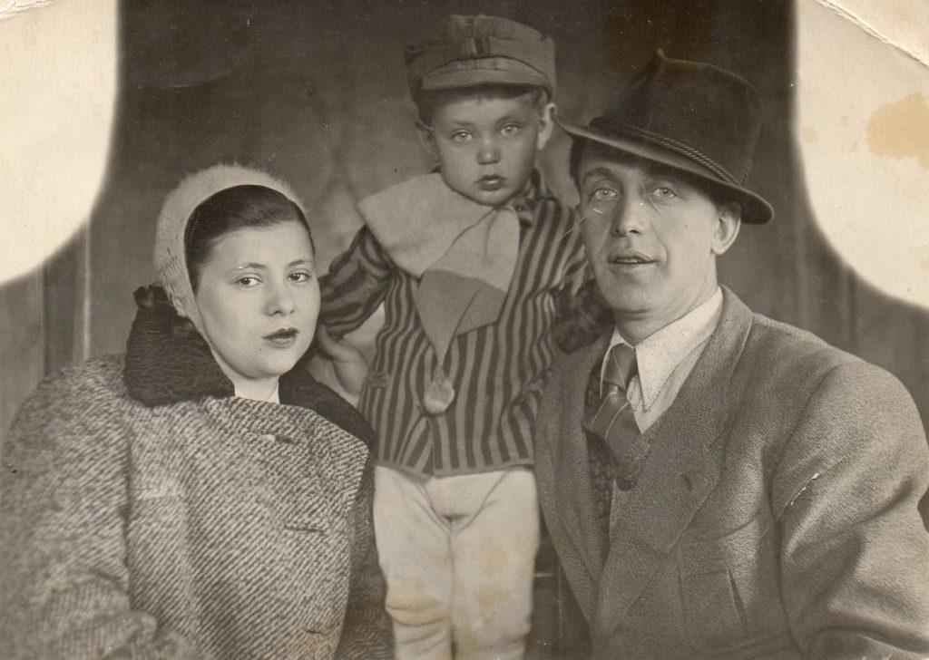 Mindla wez z mężem i synem na zdjęcie z okresu międzywojennego (materiały prasowe).