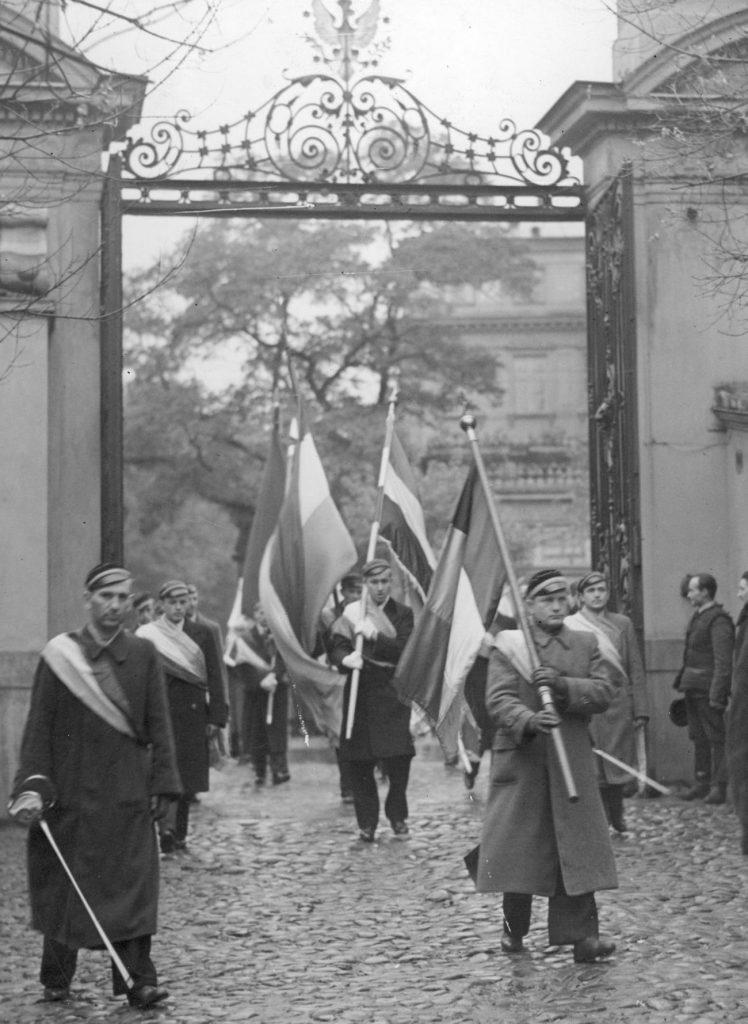 Inauguracja roku akademickiego 1936/1937 na warszawskim Uniwersytecie Józefa Piłsudskiego (domena publiczna).