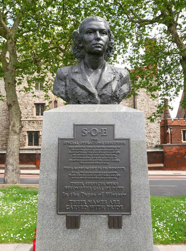 Monument upamiętniający agentów SOE (Ethan Doyle White/CC BY-SA 4.0).