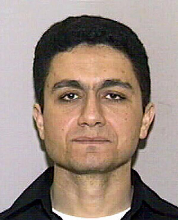 Zdjęcie Muhammada Aty z jego prawa jazdy, które FBI opublikowało po atakach z 11 września (domena publiczna).
