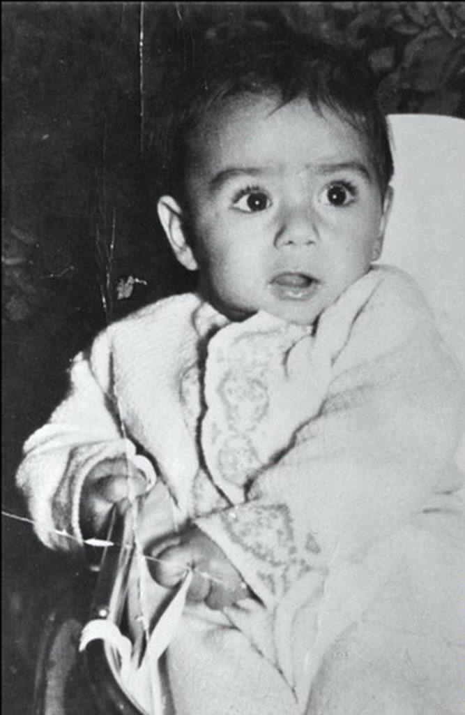 Saddam jeszcze jako niemowlak (domena publiczna),