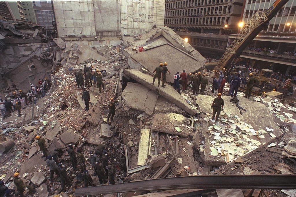 Tyle pozostało z amerykańskiej ambasady w Nairobi po ataku z 7 sierpnia 1998 roku (domena publiczna).
