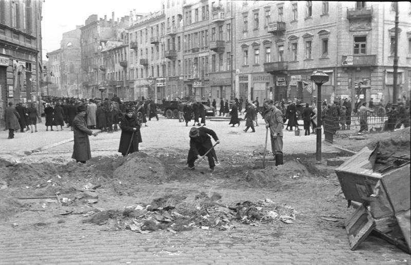Ulica Nalewki na zdjęciu z października 1939 roku (Bundesarchiv/Heinz Rutkowski/CC-BY-SA 3.0).