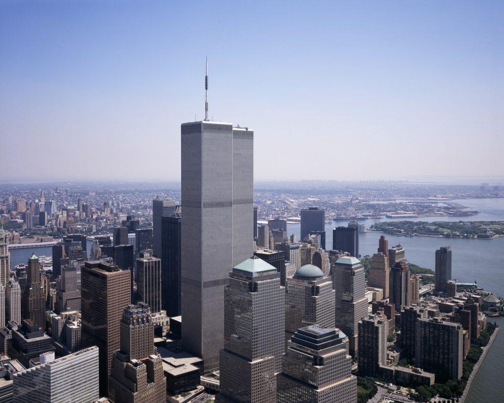 Wieże World Trade Center tylko przez miesiąc mogły poszczycić się mianem najwyższych budynków na świecie (Carol M. Highsmith/domena publiczna).