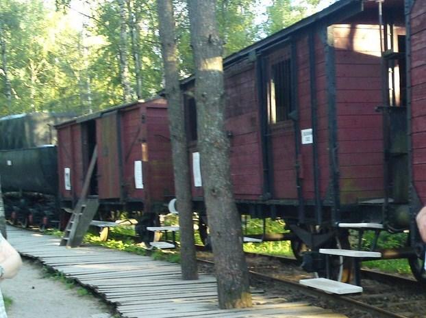 Właśnie takimi wagonami wieziono Polaków na Sybir (Steffen Voß/CC BY 2.0).