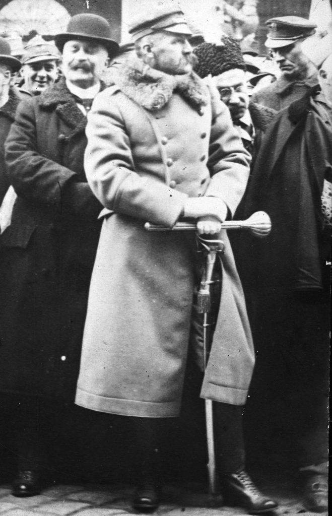 Z czasem Gibson diametralnie zmienił zdanie na temat Piłsudskiego (domena publiczna).