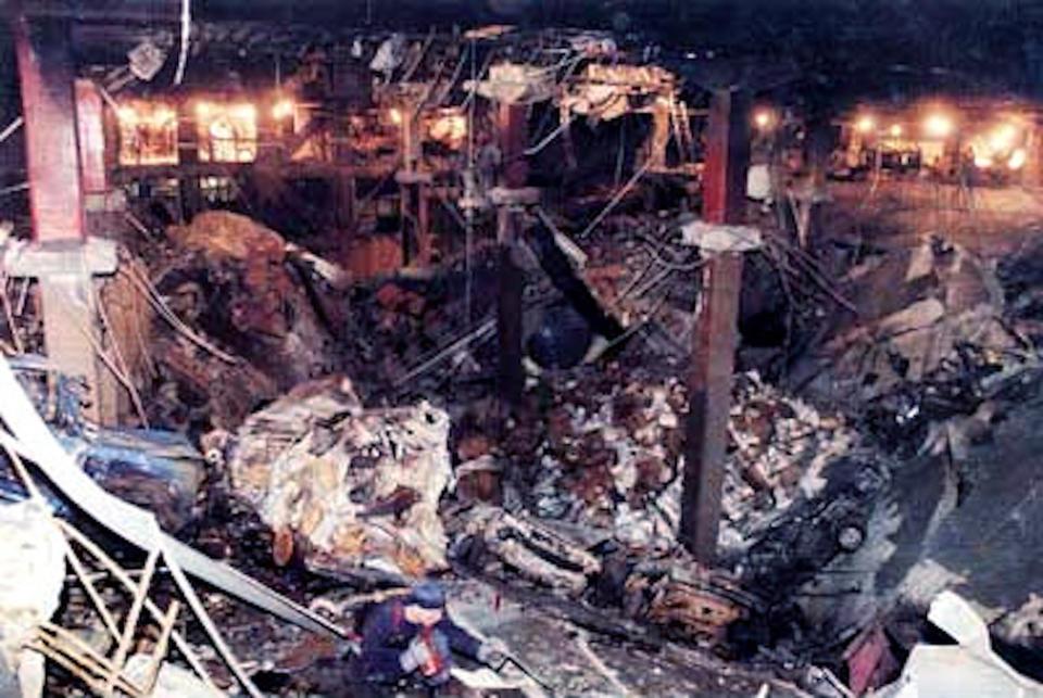 Zniszczenia, jakie spowodował zamach Ramziego Jusufa na WTC w 1993 roku (domena publiczna).