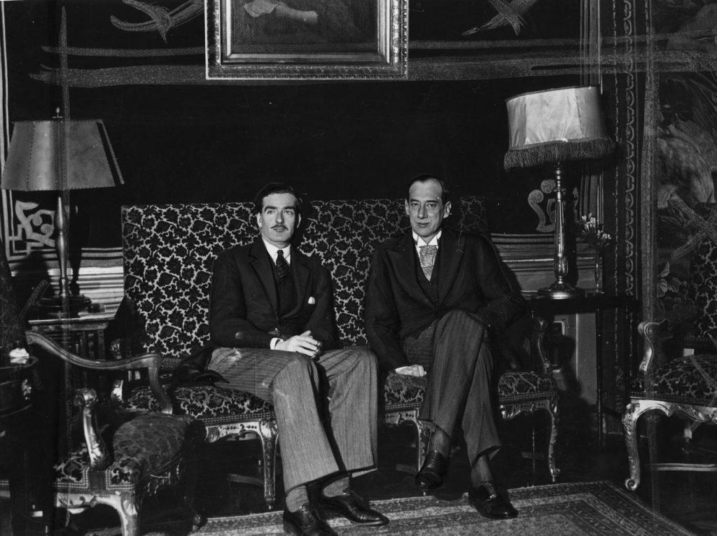 Anthony Eden i Józef Beck. Zdjęcie z kwietnia 1935 roku (domena publiczna).