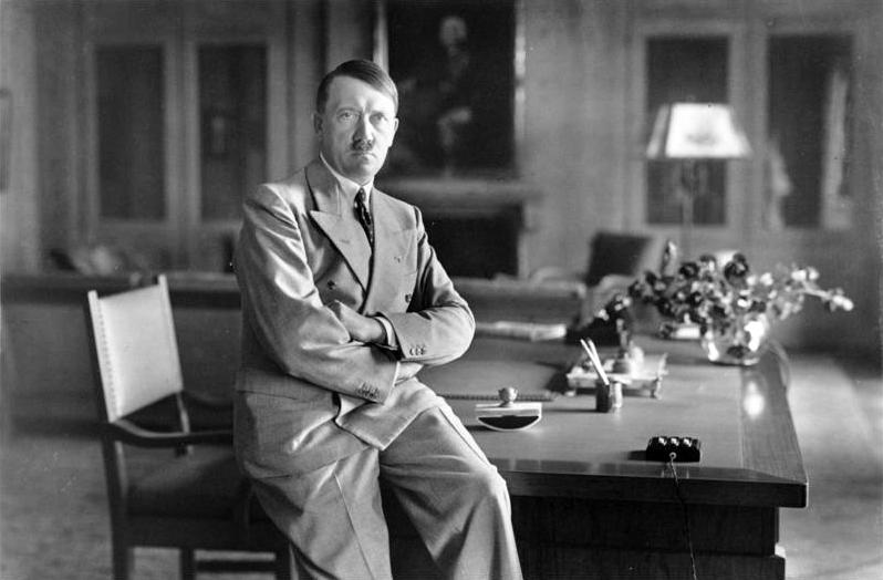 Hitler sugerował w listopadzie 1933 roku polskiemu posłowi w Berlinie, że za utracone ziemie Polska otrzyma rekompensatę (Bundesarchiv/Heinrich Hoffmann/CC BY-SA 3.0 DE).