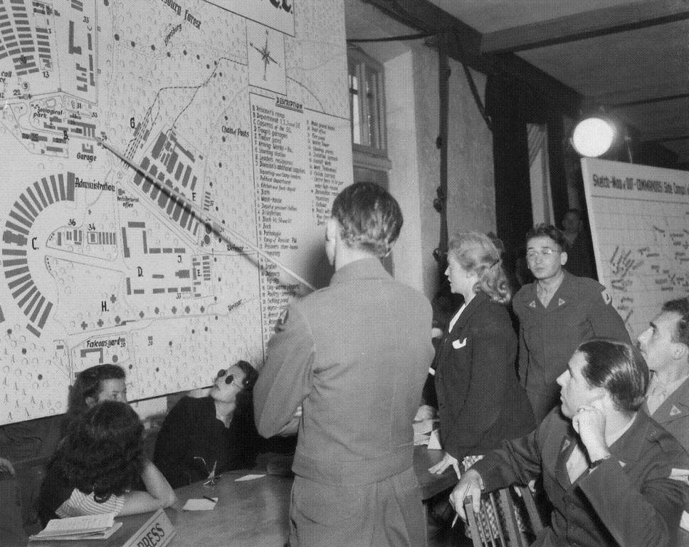 Ilse Koch podczas procesu załogi Dachau. Lipiec 1947 (domena publiczna).