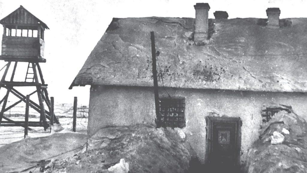 Karcer i wieża strażnicza sowieckiego łagru.