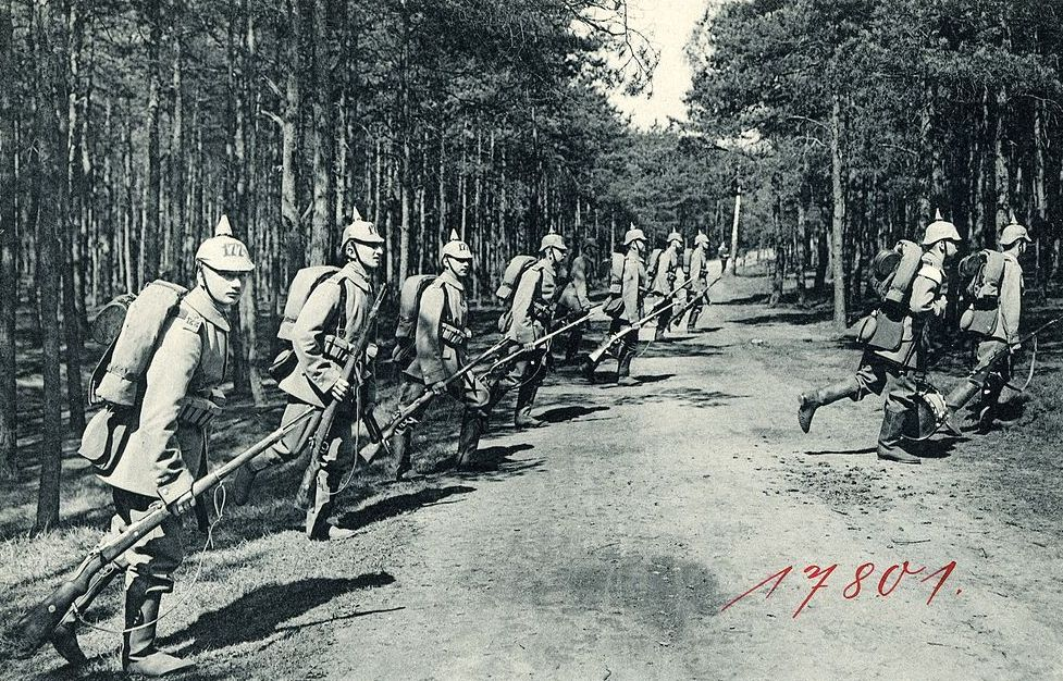 Niemieccy żołnierze na zdjęciu z 1914 roku (domena publiczna).