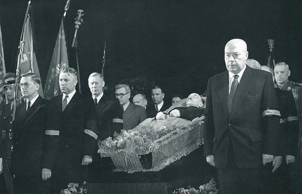 Pogrzeb Bolesława Bieruta (domena publiczna).