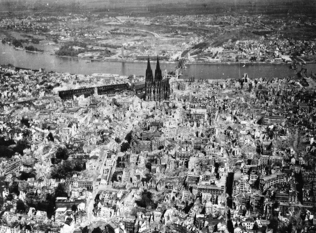 Ruiny Kolonii na fotografii z 1945 roku.