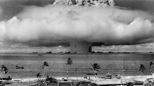 Amerykański test bomby atomowej przeprowadzony w atolu Bikini w 1946 roku.
