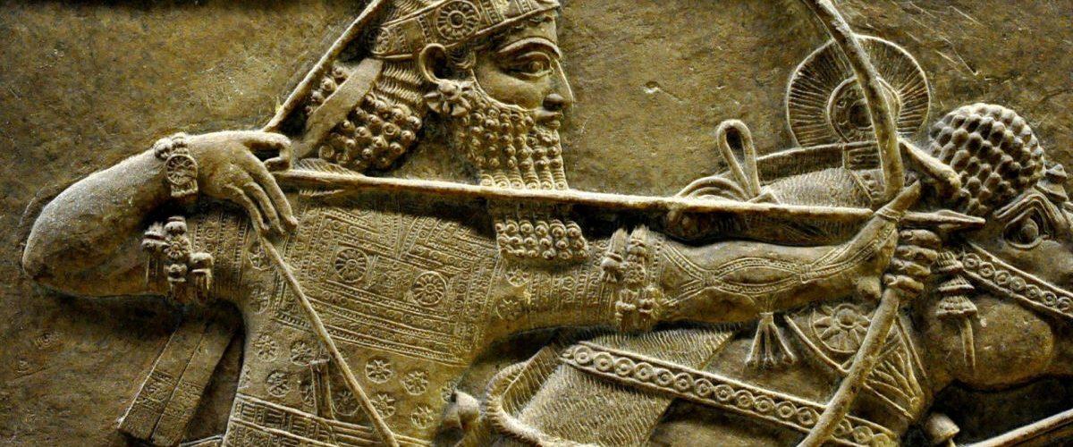 Aszurbanipal na reliefie z VIII w. p.n.e.