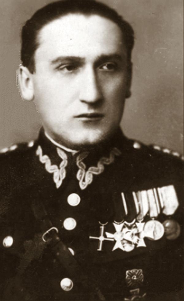 Kapitan Jan Żychoń. Zdjęcie wykonane przez 1936 roku (domena publiczna).