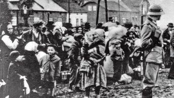 Polacy wysiedlani z Zamojszczyzny. Fotografia ze zbiorów IPN.