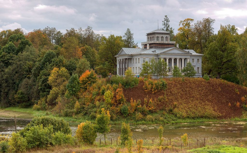 Pozostałość XIX-wiecznej posiadłości ziemiańskiej pod Petersburgiem.