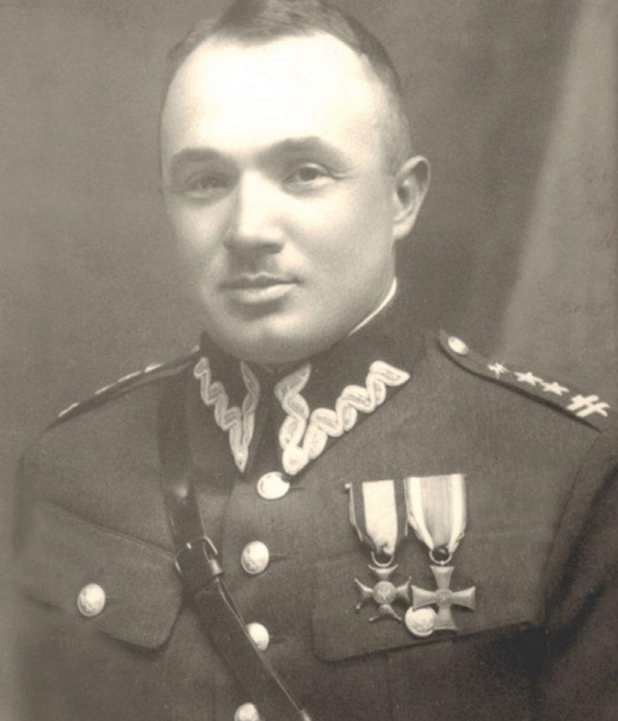 Dowódca Lądowej Obrony Wybrzeża pułkownik Dąbek nie miał broni dla robotników chcących walczyć z Niemcami (domena publiczna).