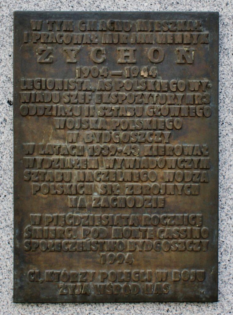Tablicka w Bydgkoszczy upamiętniająca (Jana Żychonia Bosyantek/CC BY-SA 3.0).
